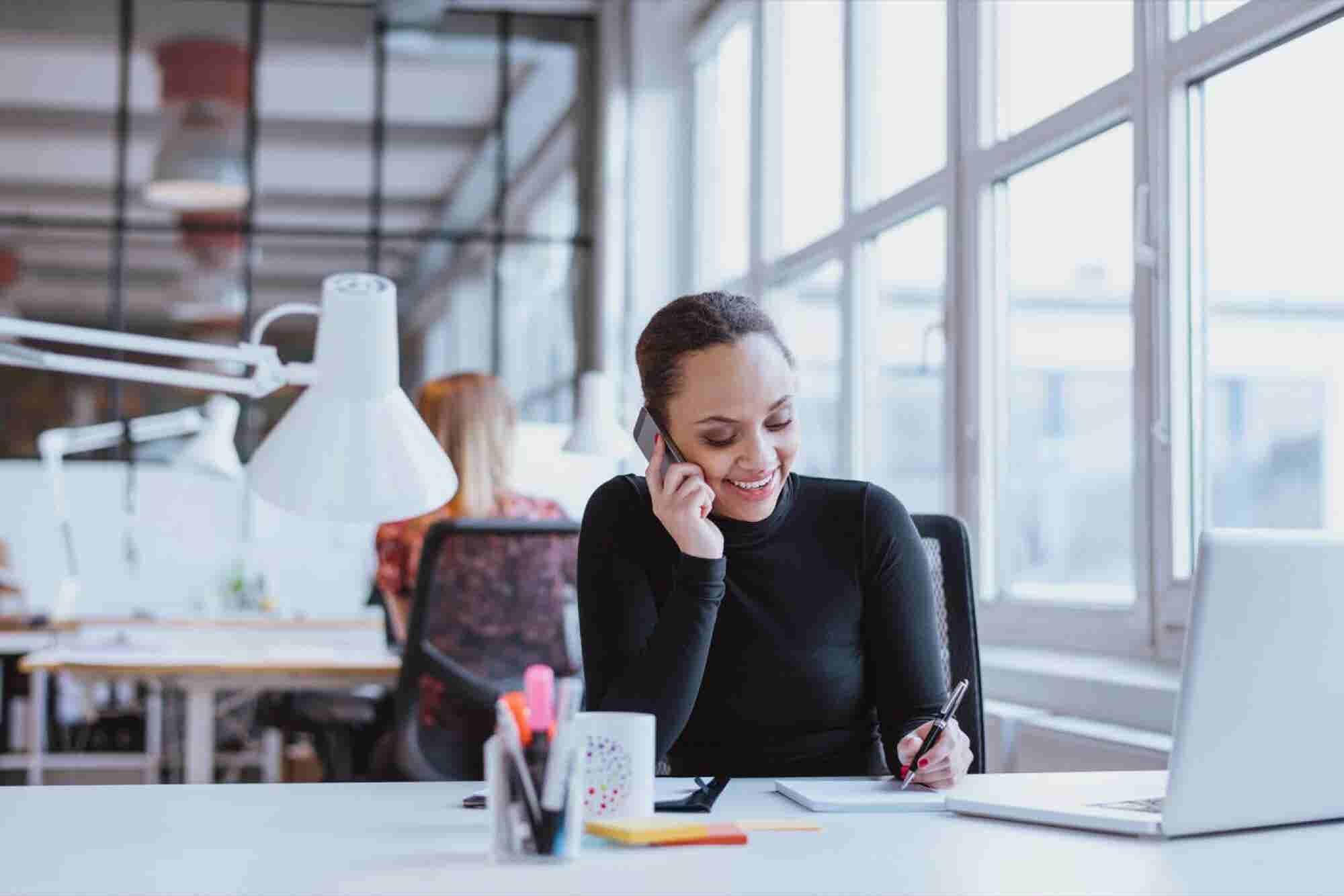 Deliver Stellar Customer Service This Holiday Season -- Follow These 5 Phone Etiquette Tips