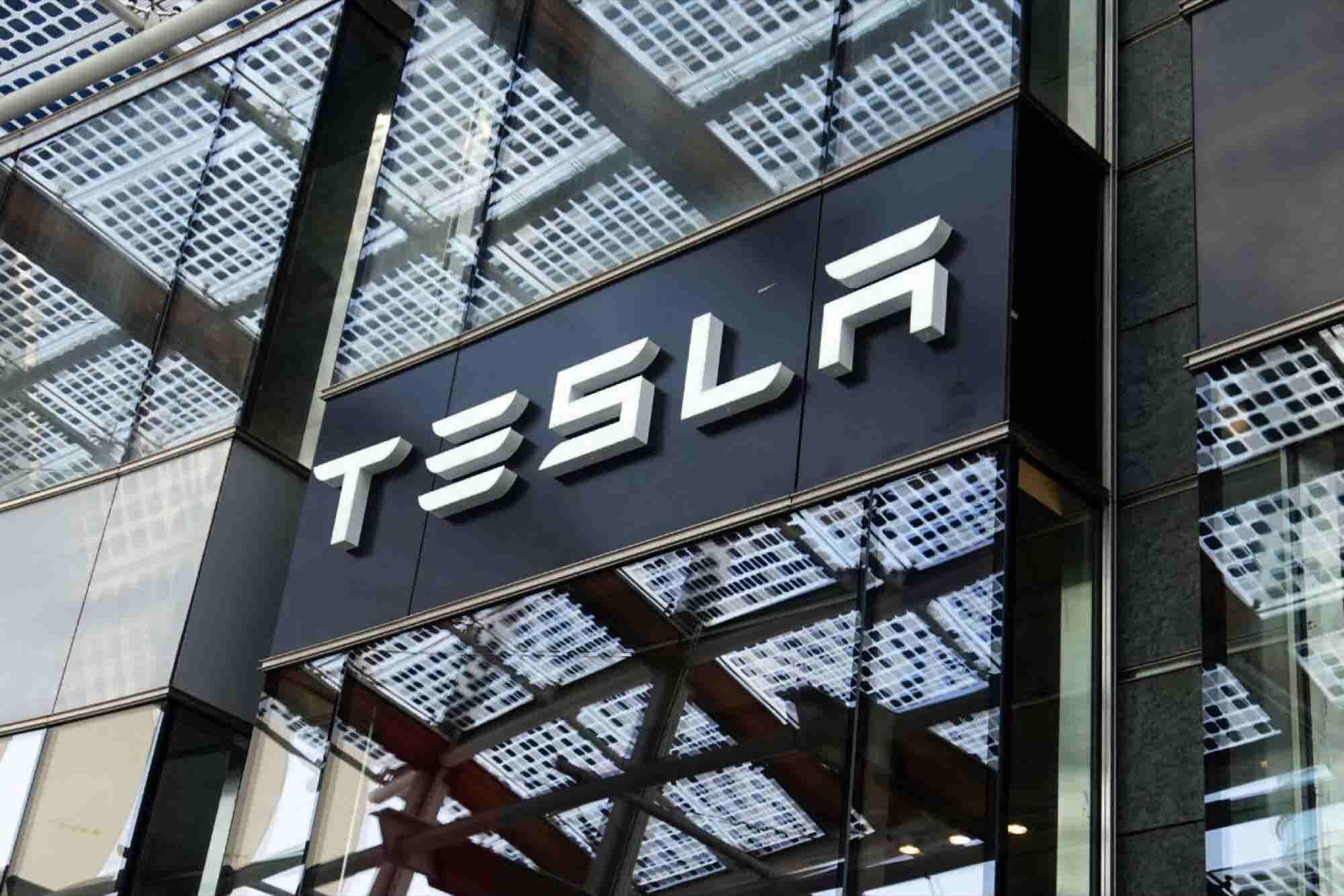 Elon Musk quiere llevar un Tesla a Marte
