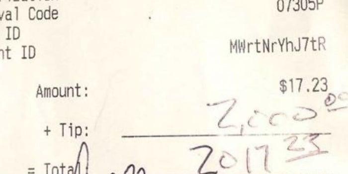 Un cliente dejó 2,000 dólares de propina en un restaurante