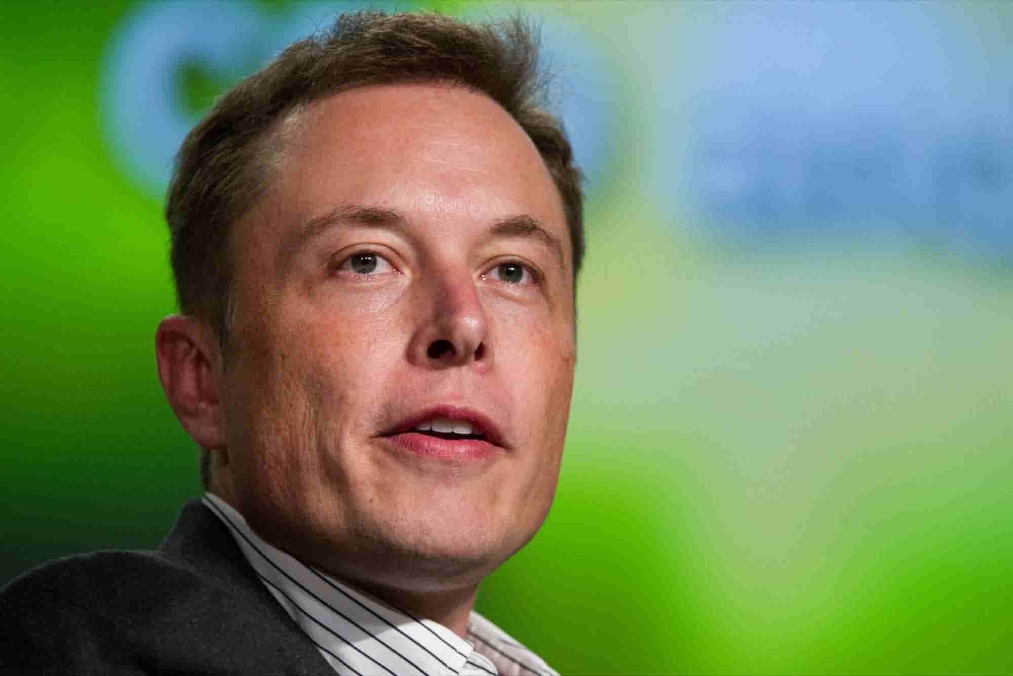 What Do Elon Musk, Oprah Winfrey, Warren Buffett and Other Business Titans Have on Their Desks?