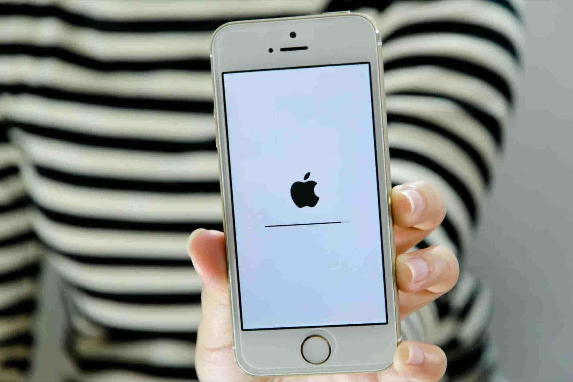 Apple revela la razón por la que alentó la velocidad de los iPhone