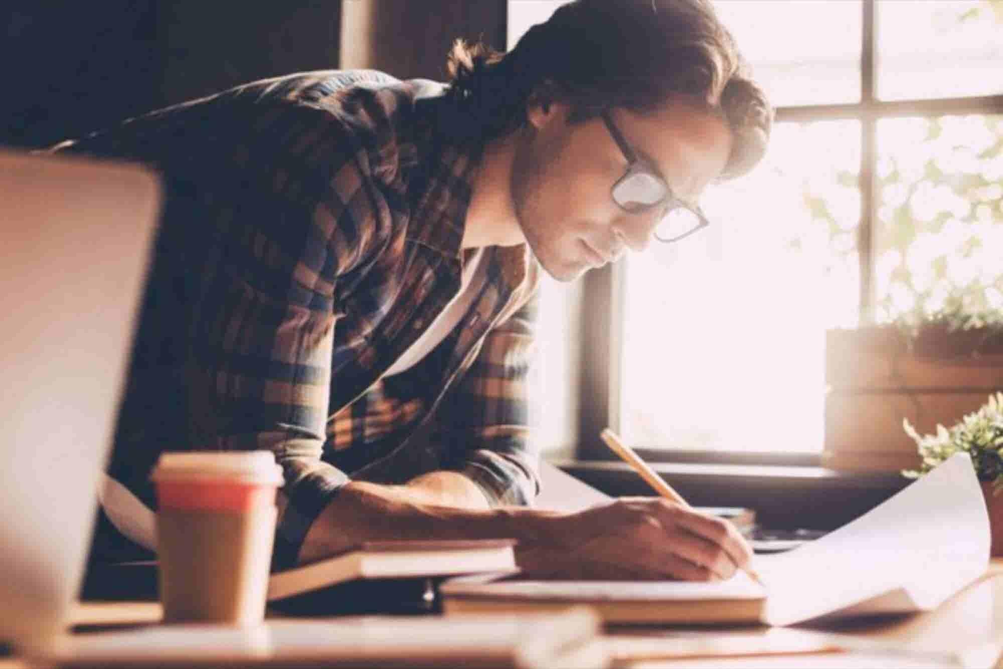 Sigue estos 8 pasos para mantenerte enfocado y alcanzar tus metas