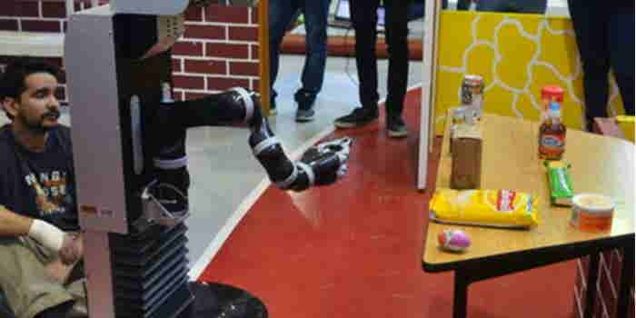 Mexicanos construyen un robot que aprende por imitación