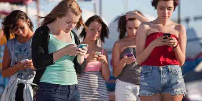 Adolescencia y adicción al celular, la combinación de la infelicidad