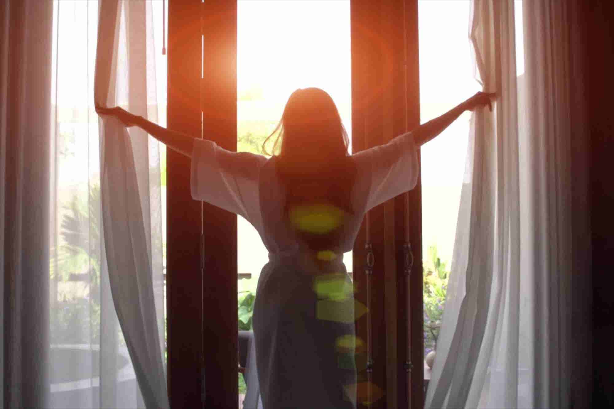 Are Early Risers More Productive?