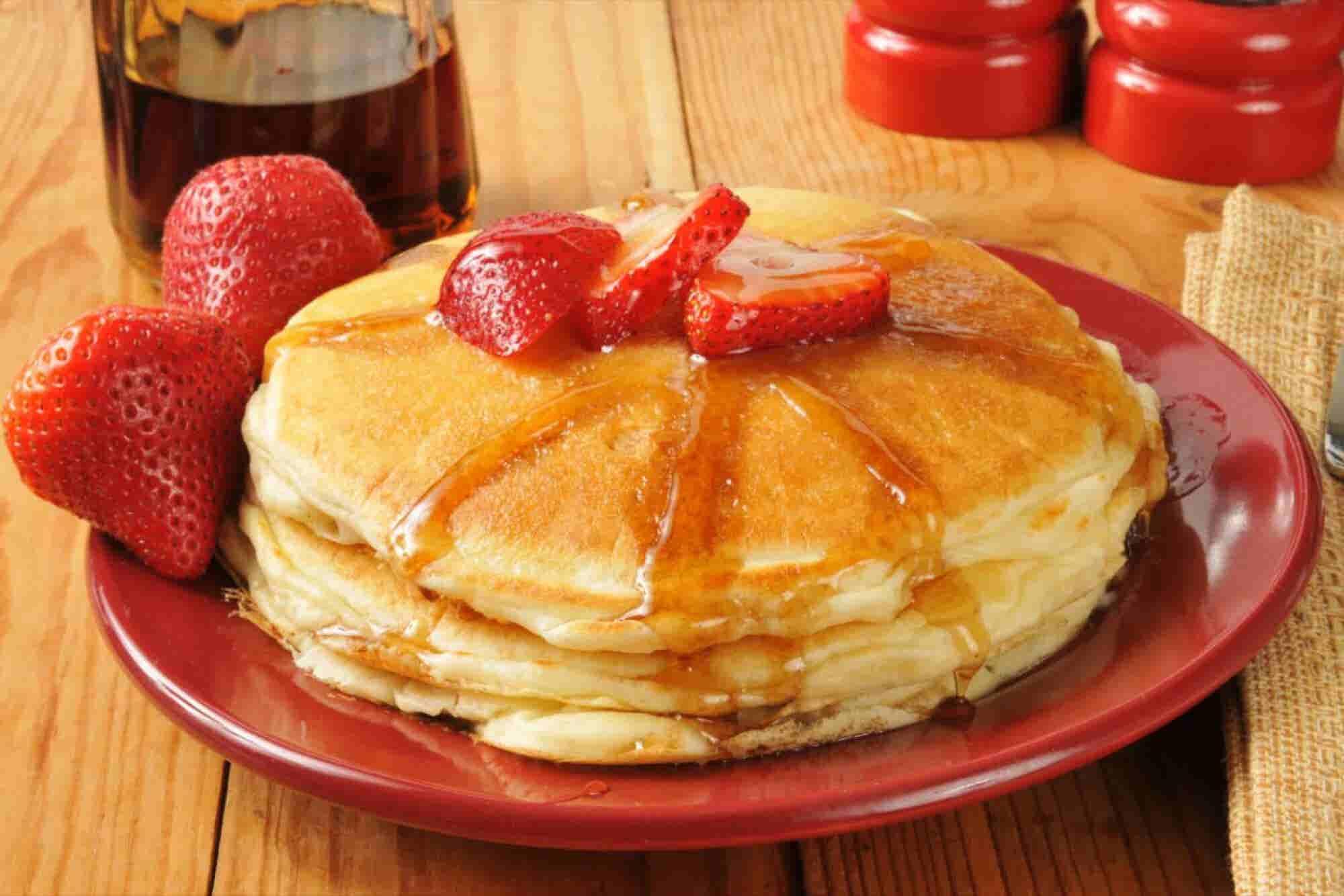 ¿Hot cakes a la cama? Emprende desayunos nutritivos a domicilio