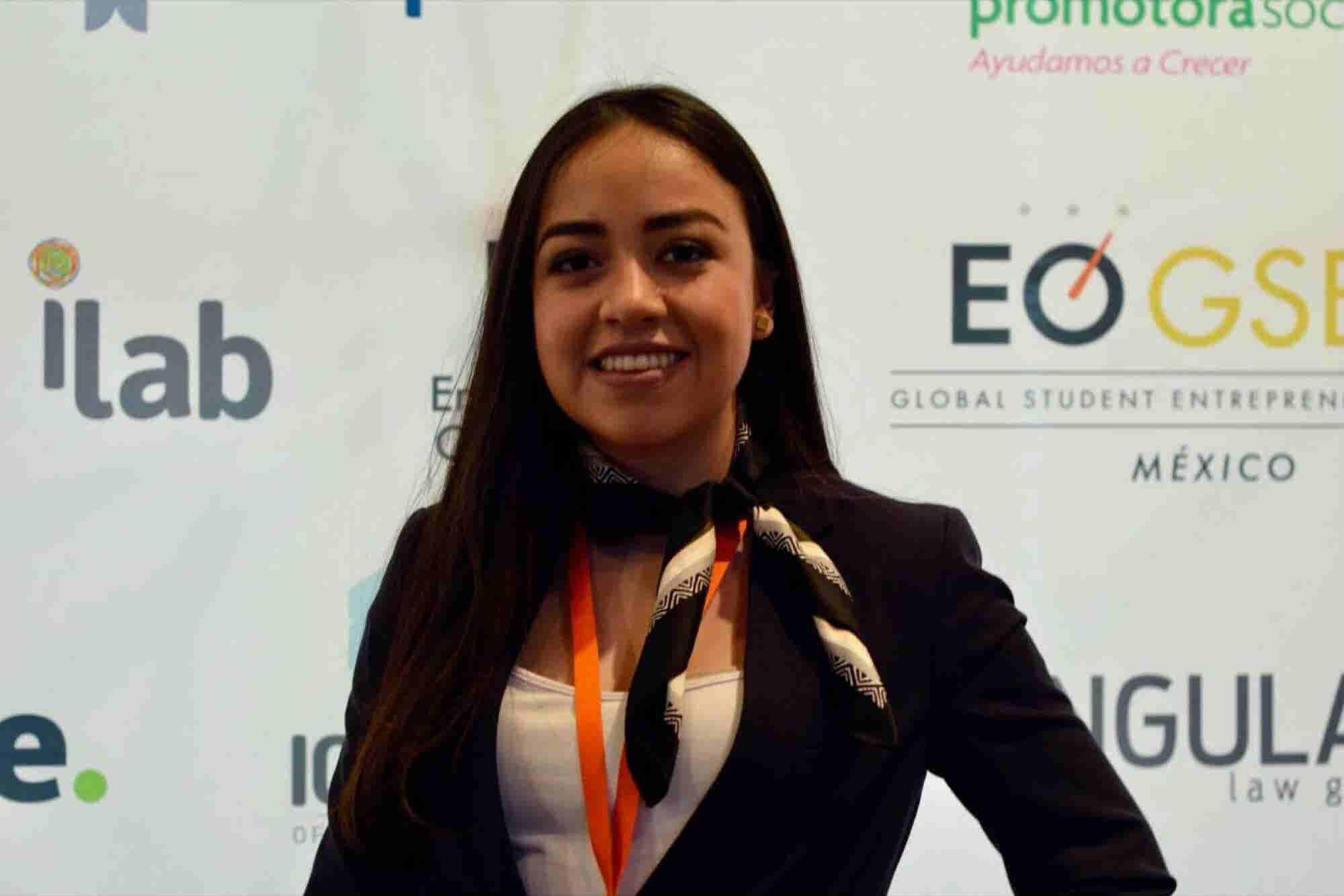 La mejor estudiante emprendedora de México hace plástico con residuos de naranjas
