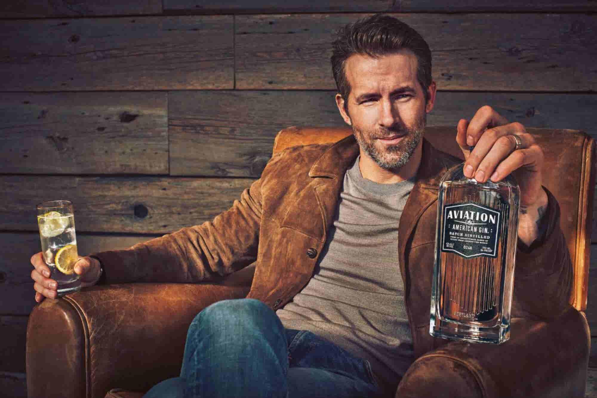 Ryan Reynolds acaba de comprar una compañía de gin (y la maneja al estilo Deadpool)