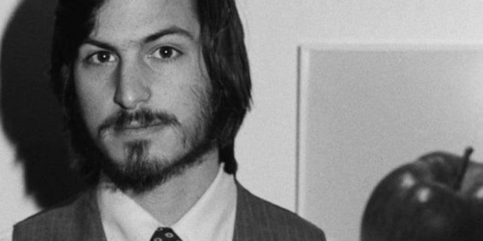 Una solicitud de empleo llena de errores de Steve Jobs será subastada