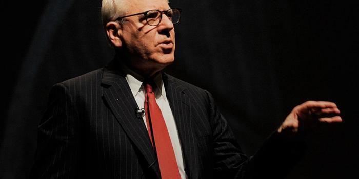 El millonario David Rubenstein da consejos de emprendimiento