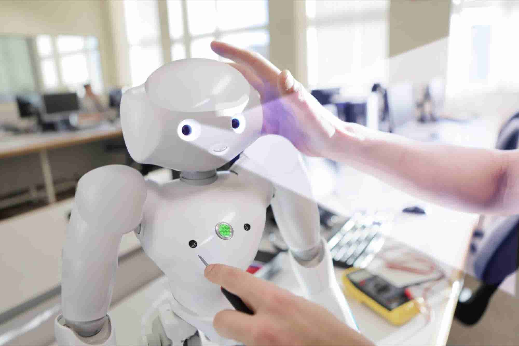 Your Human Virtual Assistant Will Soon Be an AI-Driven Digital Assista...