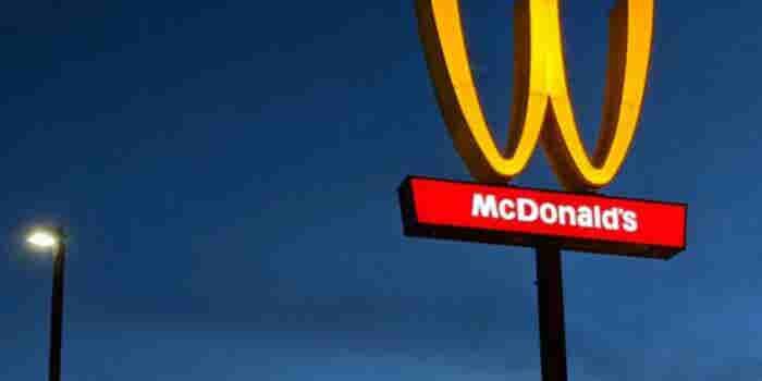Por qué McDonald's volteó sus icónicos arcos