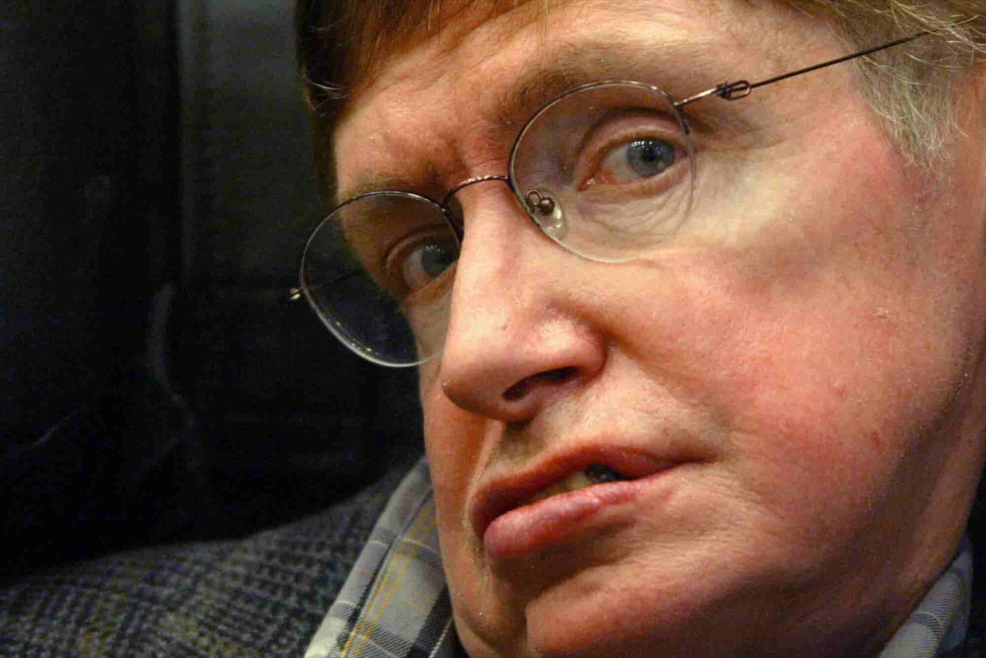11 Inspiring and Hilarious Quotes From Stephen Hawking