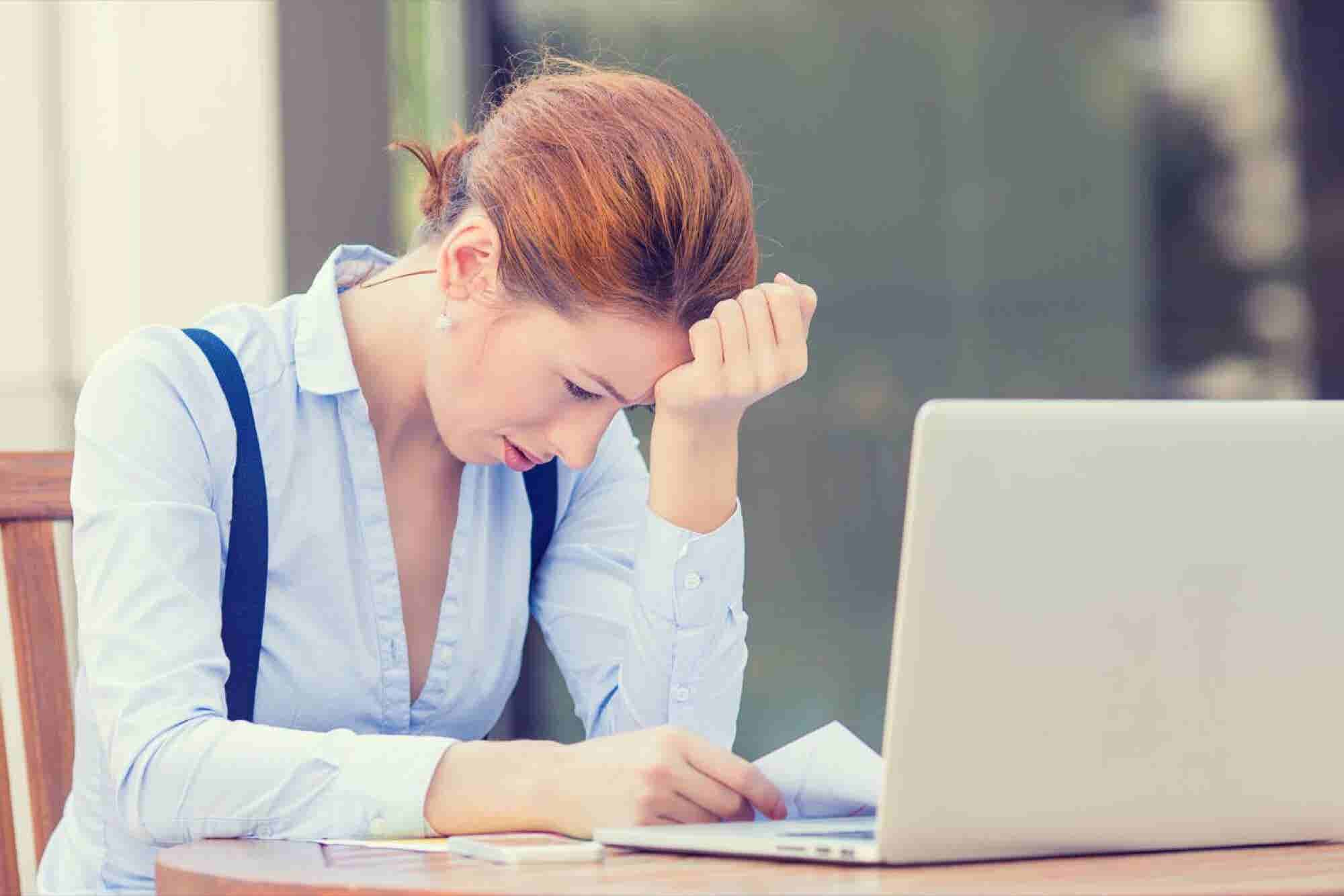 10 horribles hábitos que estás haciendo ahora mismo y que drenan tu energía