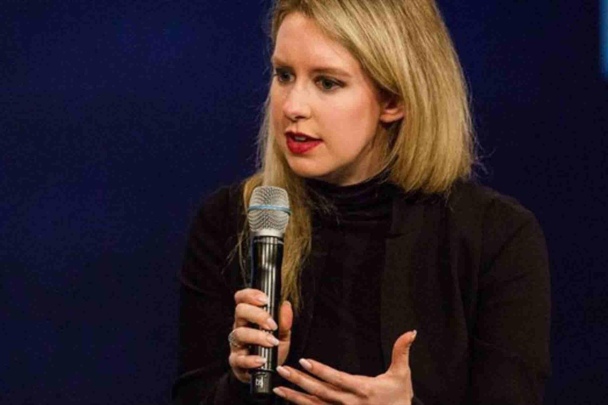 Acusan de fraude masivo a la fundadora de la startup Theranos