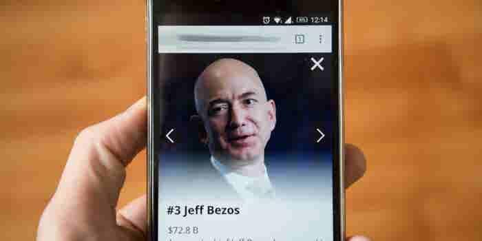 Cómo Jeff Bezos pasea a su 'perro'