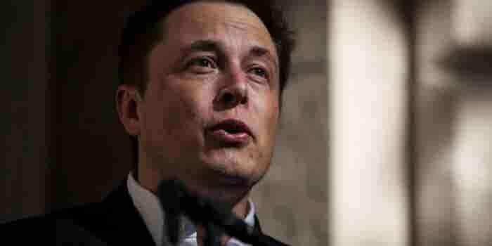 Inversionistas de Tesla quieren pago millonario para Elon Musk