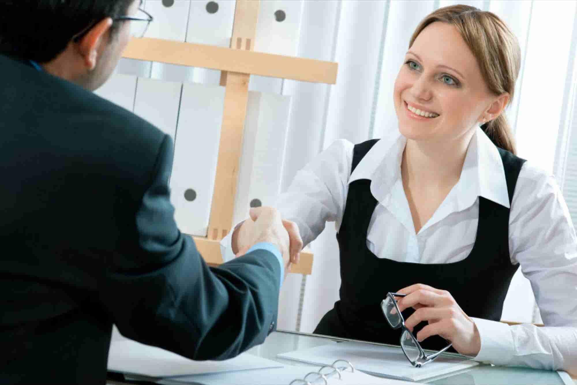 3 errores que deben evitar las mujeres al negociar un salario