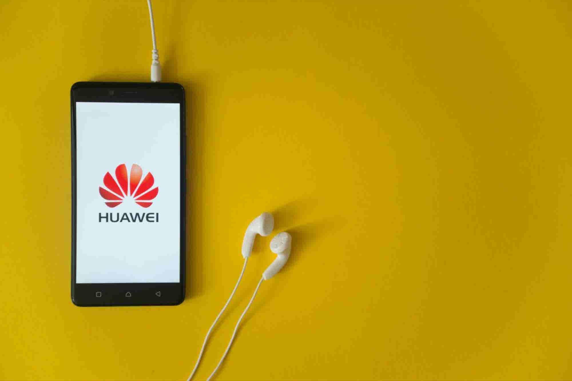 El emprendedor chino que fundó Huawei a los 44 años con solo 3 empleados