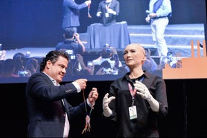 Jalisco destaca a la robot 'Sophia' como huésped distinguido