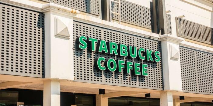 Starbucks está involucrado en escándalo de discriminación racial