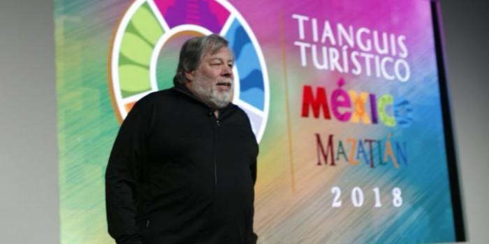 Wozniak inspira a jóvenes mexicanos a innovar