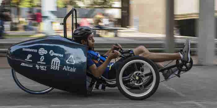 Alumnos de la UNAM ganan concurso en Estados Unidos por diseñar un auto inspirado en las sillas Acapulco