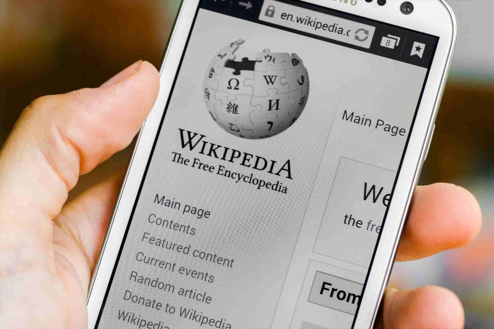 En esto es en lo que volvió a emprender el fundador de Wikipedia