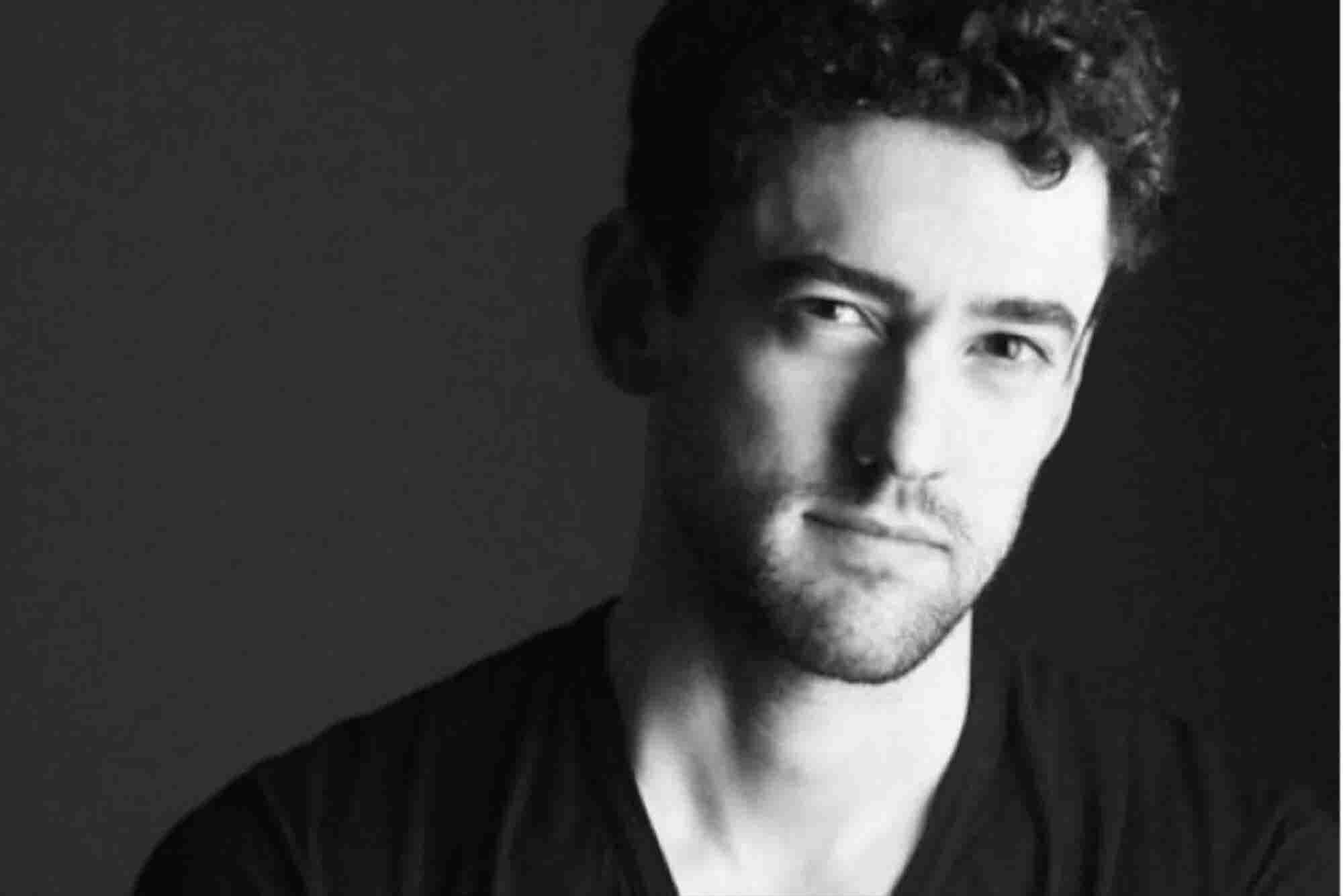 El actor Luis Gerardo Méndez lanza marca de mezcal