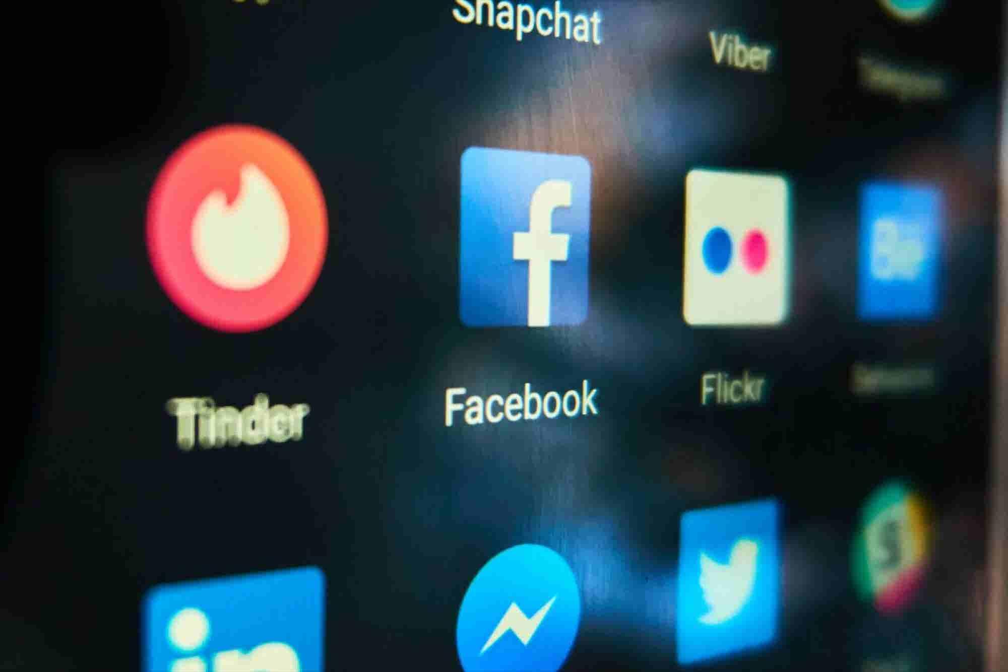 Facebook abre función de citas y desploma las acciones de Tinder
