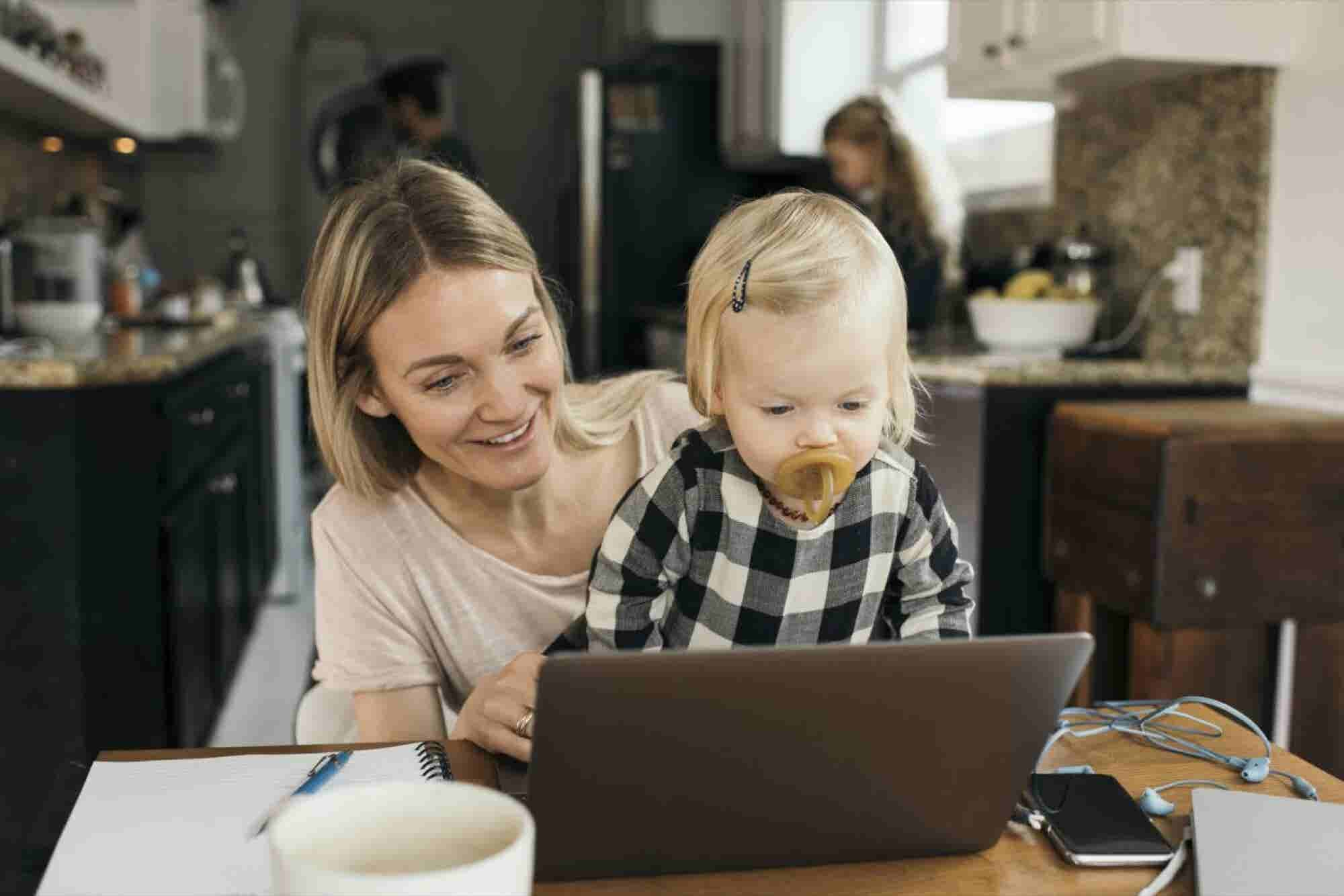 How to Market to Moms: 5 Insights Brands Should Know (Infographic)