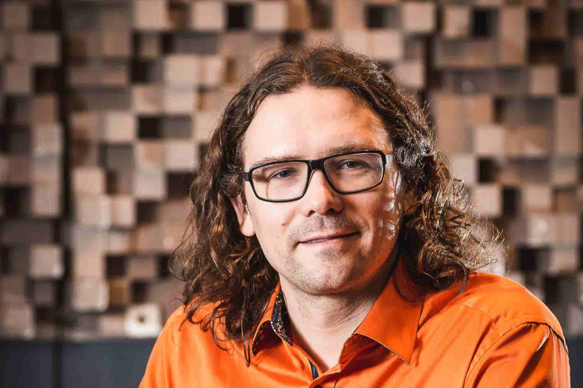 This Entrepreneur Wants to Put a World-Class Sound Studio in Your Head...