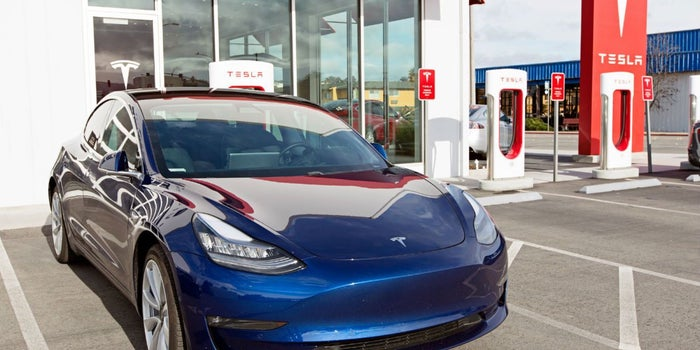 Elon Musk reconoce falla en frenos del Tesla Model 3