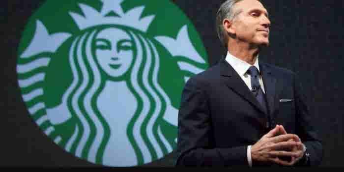 El fundador de Starbucks renuncia; podría ir por la Casa Blanca: NYT