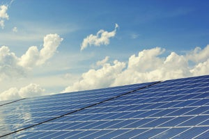 After Retail, SoftBank is Now Eyeing Indian Solar Industry. 4 Things to Know Today