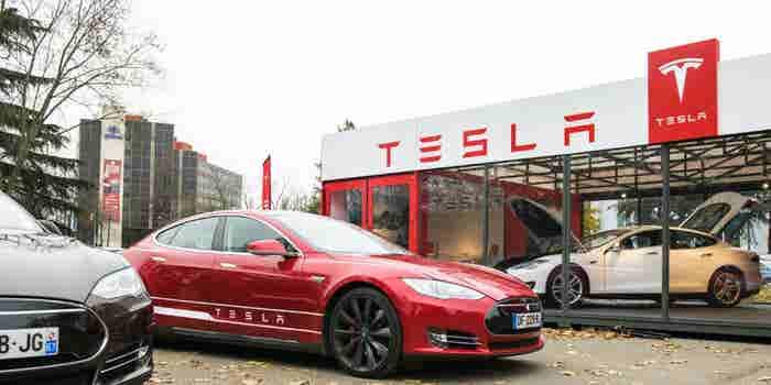 Tesla en llamas: un auto se incendia en Los Ángeles