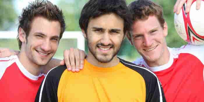 Arranca un negocio con playeras de colección para futboleros