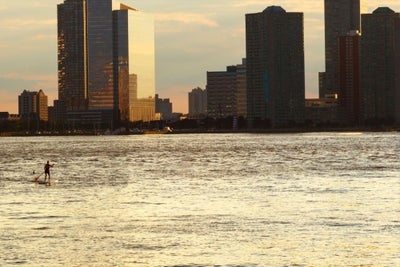 Watch This Guy Paddleboard Across the Hudson River to Get to His Meeti...