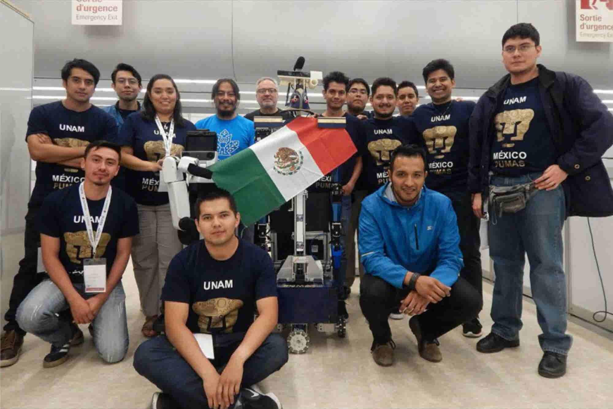 Alumnos de la UNAM ganan competencia de robótica en Canadá