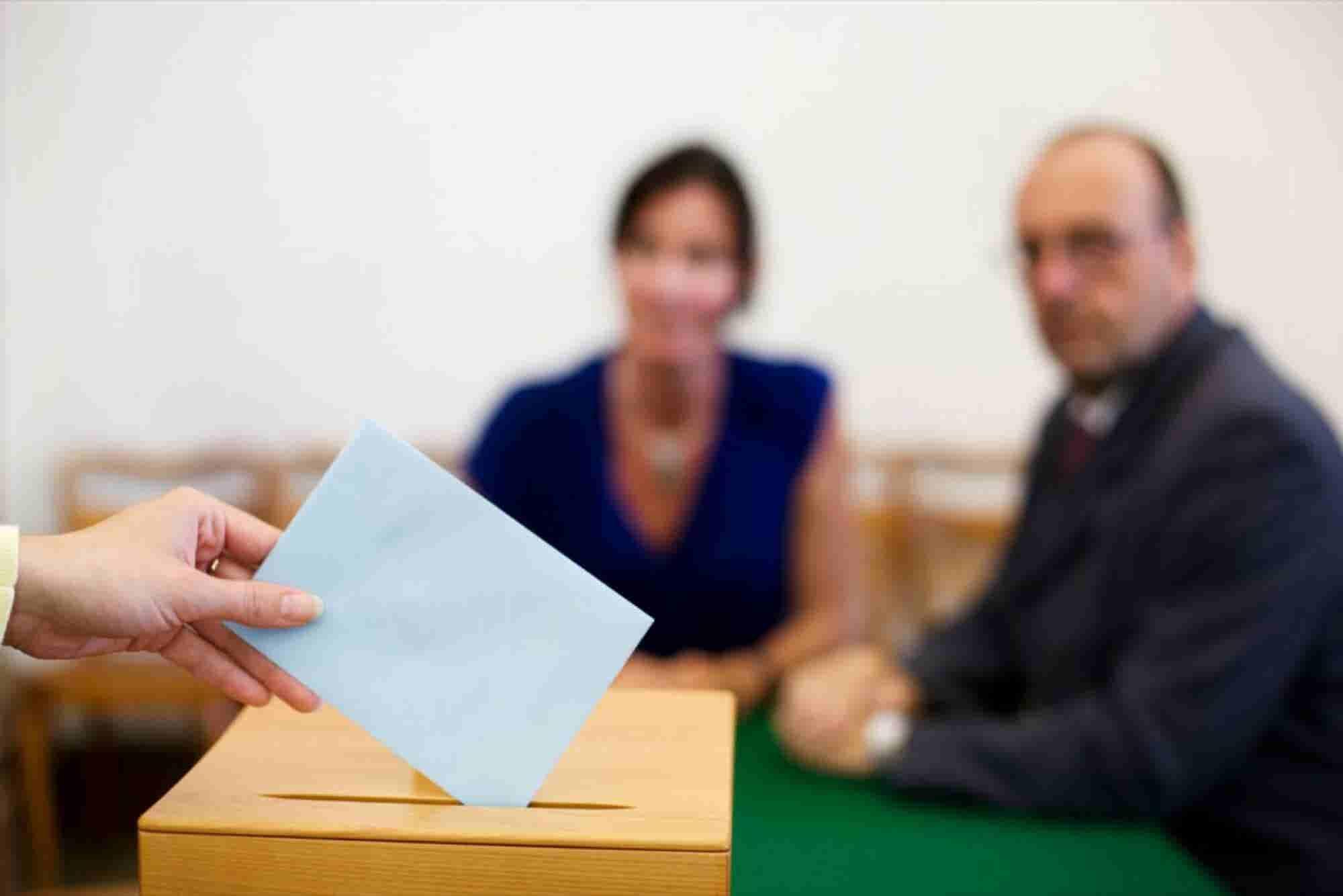 Qué hacer si tu jefe quiere obligarte a votar por alguien