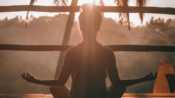 La cabeza se siente rara después de la meditación