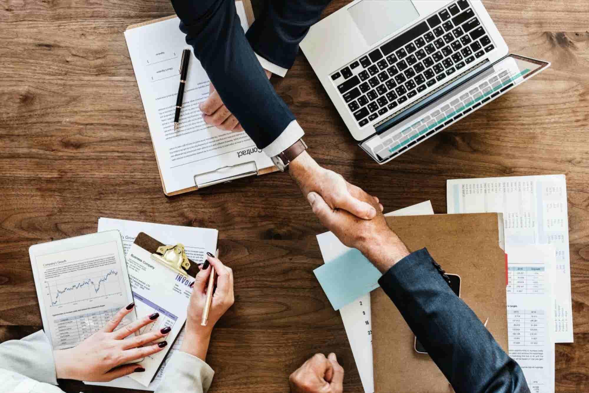 Tácticas para negociar un contrato