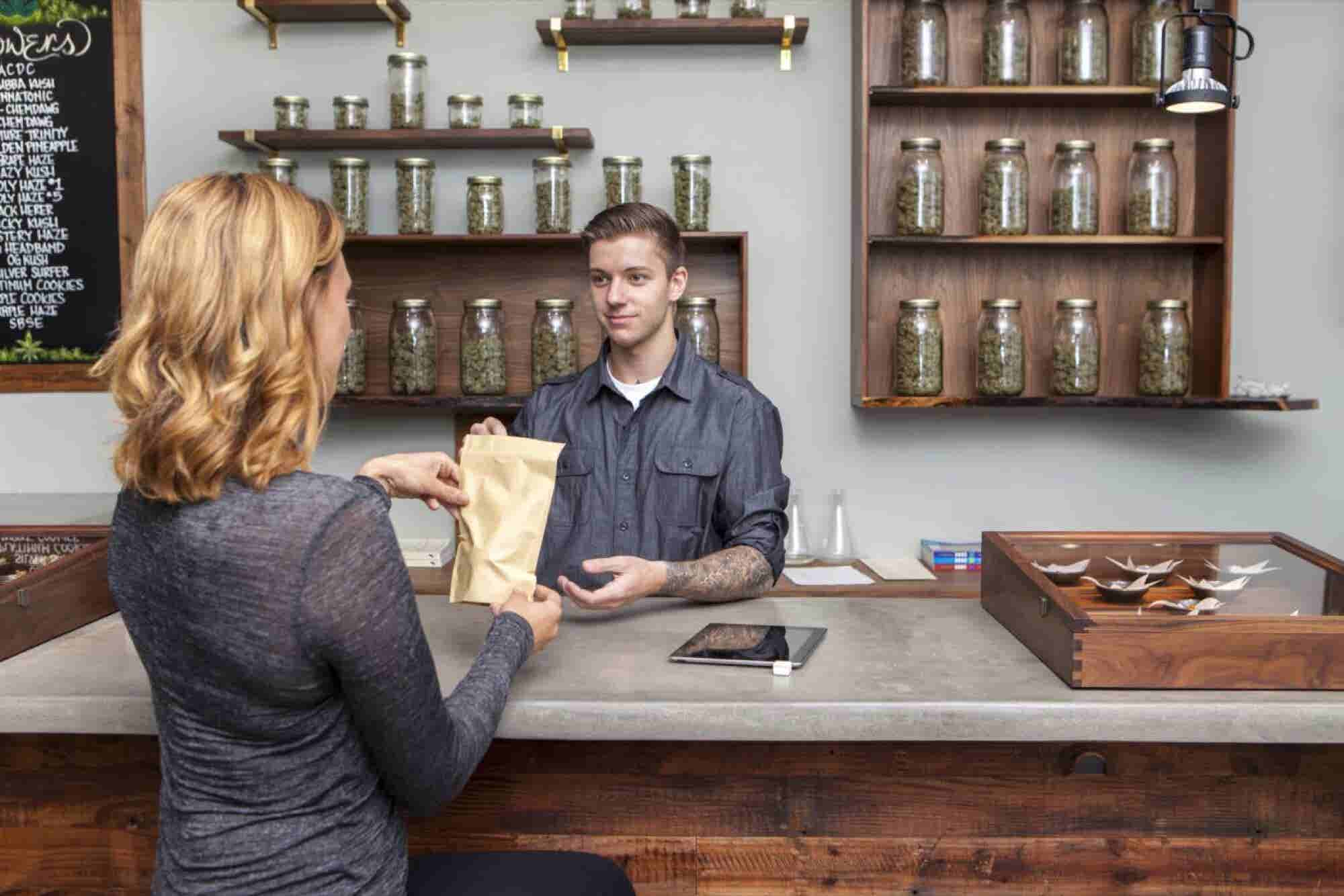 5 Ways to Create a Better Cannabis Customer Experience
