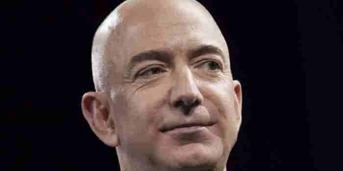 Jeff Bezos es 53 mil millones de dólares más rico que tú (y otras 24 cosas raras que hemos aprendido sobre él)