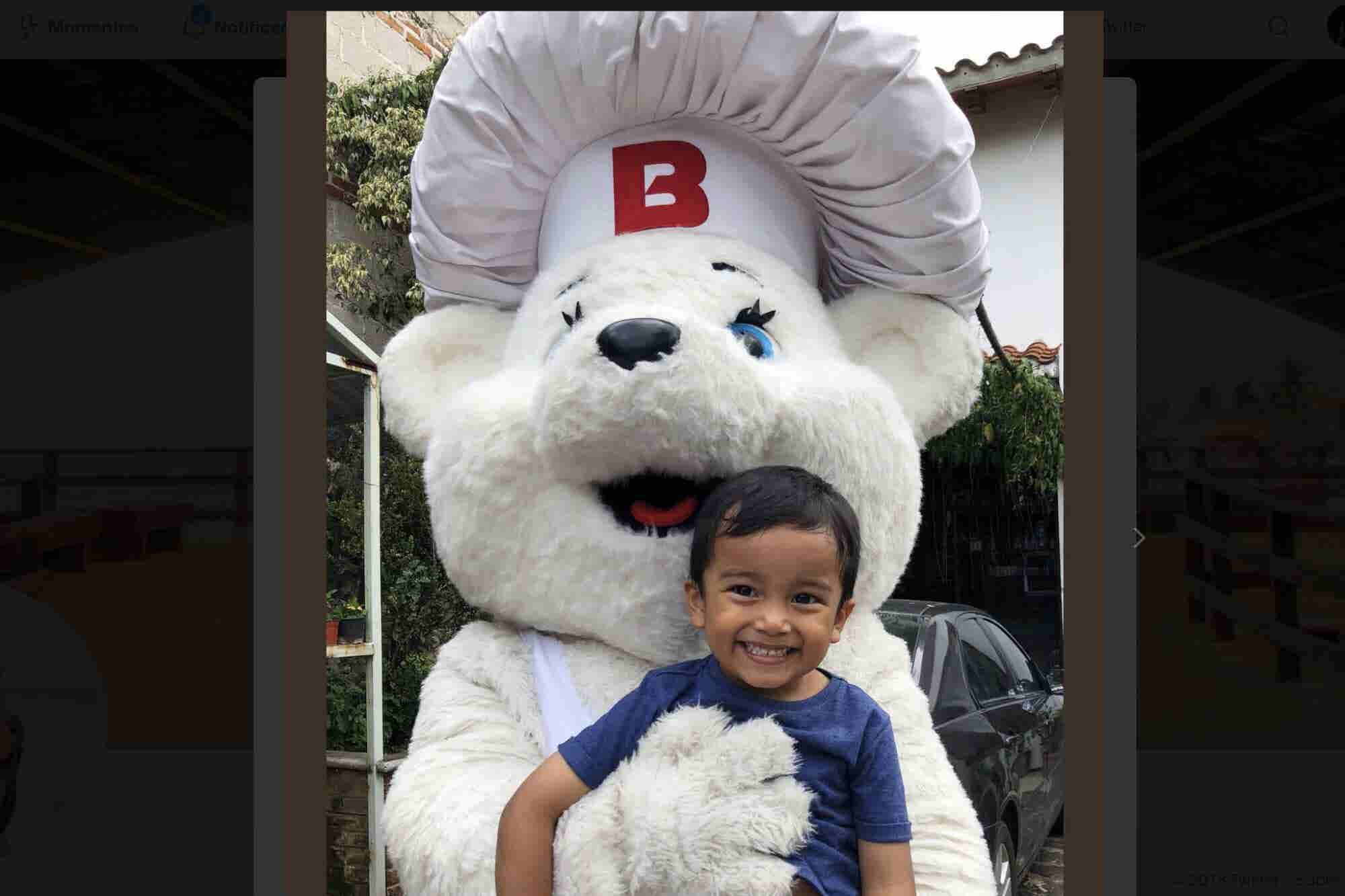 Osito Bimbo sorprendió al 'niño concha' con regalos