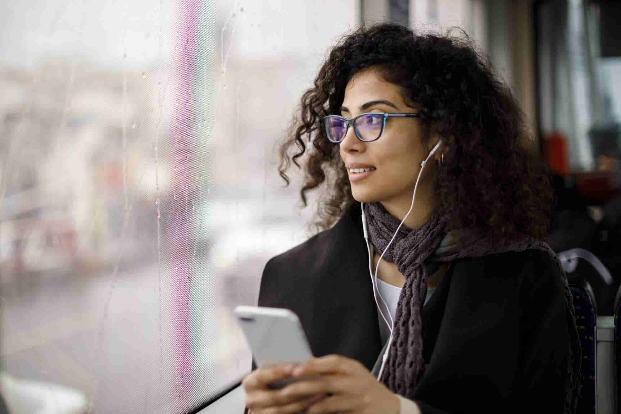 5 Podcasts That Are a Must for a Productive Workday