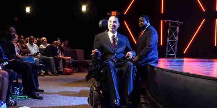 Así usé mi silla de ruedas para convertirme en una marca y ser millonario