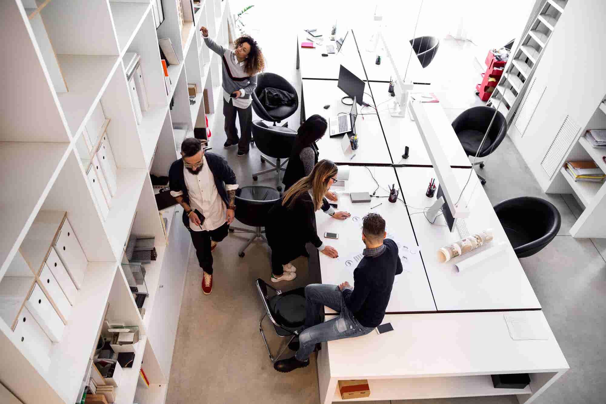 No Office? No Problem. 4 Reasons CEOs Should Sit With Their Teams
