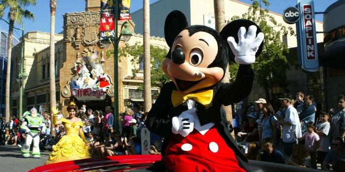 Disneyland aumentará salario a sus empleados a 15 dólares por hora