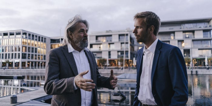 Approaching and Attracting a Potential Mentor